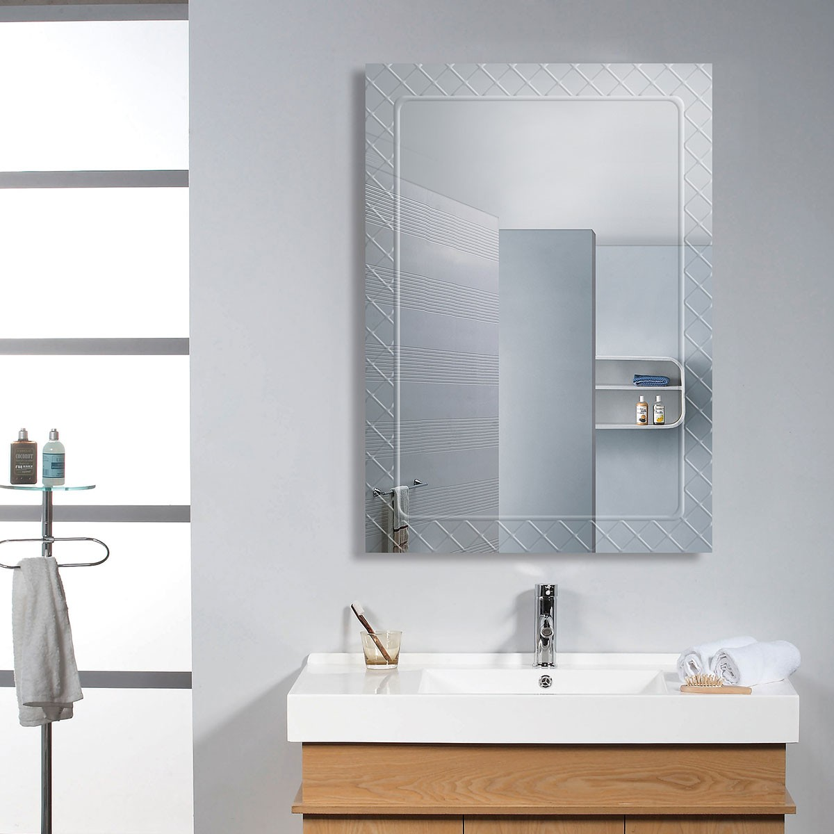 28 x 20 In. Wall-mounted Rectangle Bathroom Mirror (DK-OD-B083B)
