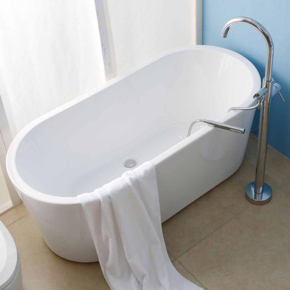 65 In White Acrylic Seamless Freestanding Bathtub (DK-AT-1681W)