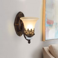 Single-Light Black Wrought Iron Wall Sconce with Glass Shades (DK-1001-1W)
