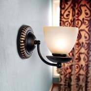Single-Light Black Wrought Iron Wall Sconce with Glass Shades (DK-2037-1W)
